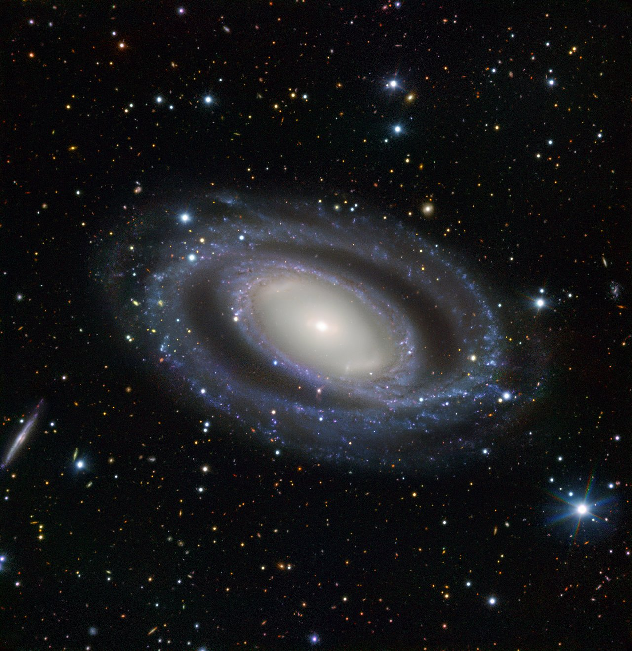 The double-wound spiral galaxy NGC 7098.