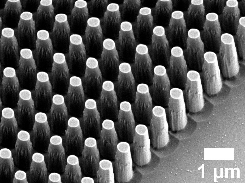 A zoomed-in image of nanopillars on a metalens.