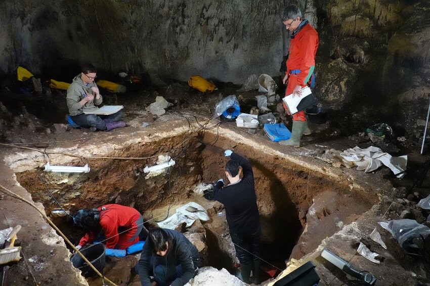 researchers in Galería de las Estatuas cave site in northern Spain