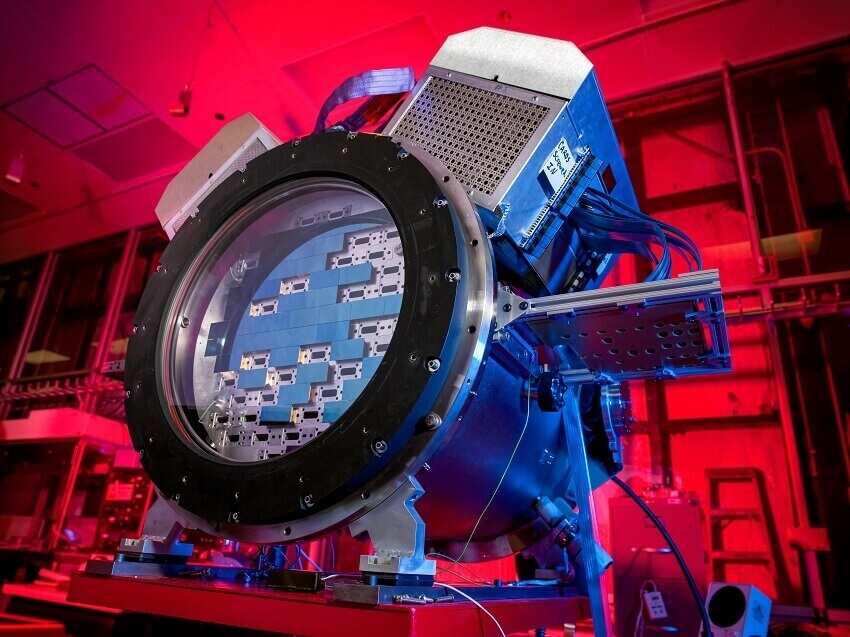 The Dark Energy Survey camera (DECam) at the SiDet clean room.